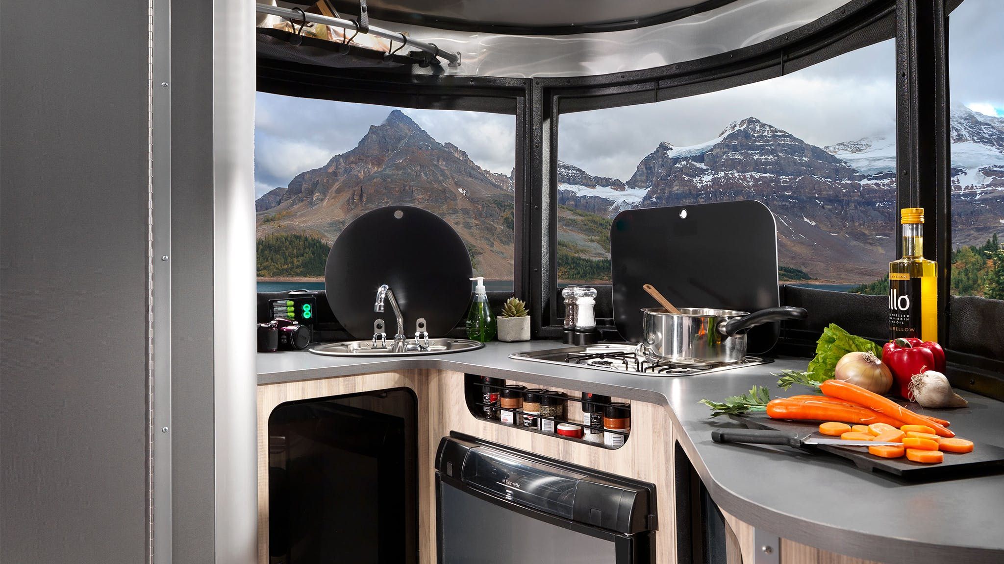 Airstream-Basecamp-Technology-and-Features-Header