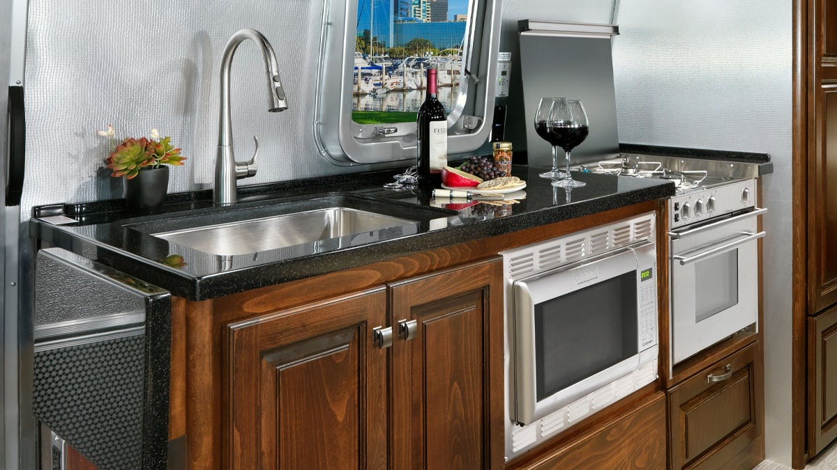 Classic-Sub-Features-SimpleContent-1.1-Kitchen