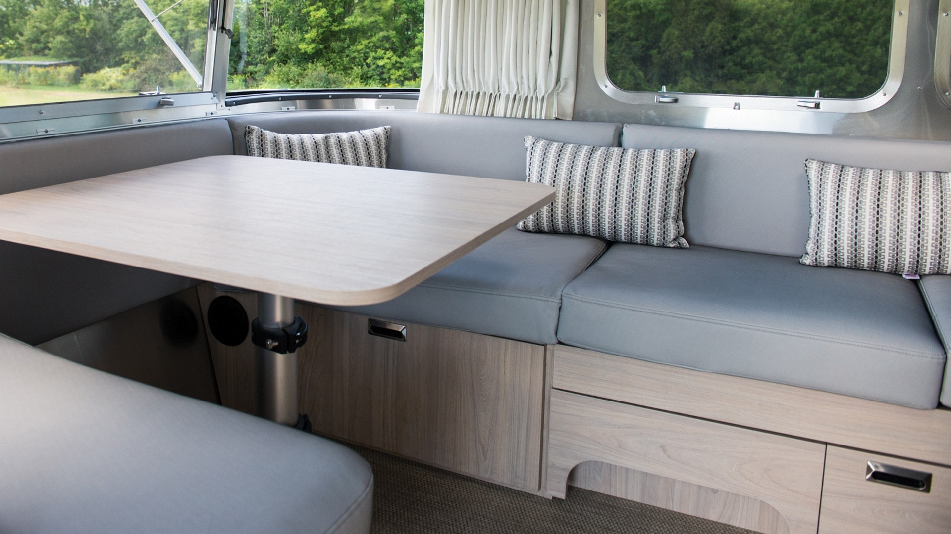 Globetrotter-Sub-Features-Content-2.1-SeatingFabricDetail-Opt2