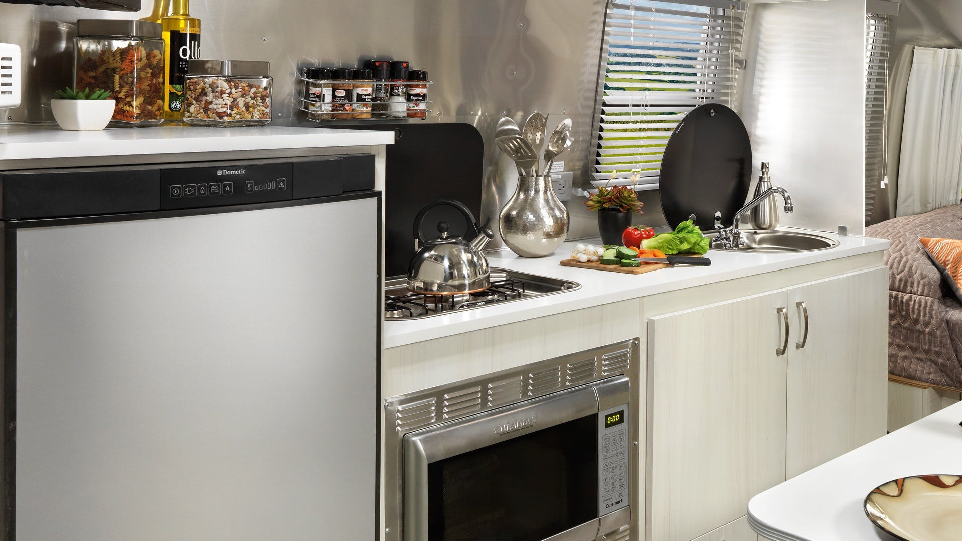 Sport-Sub-Features-Simple-2-Kitchen