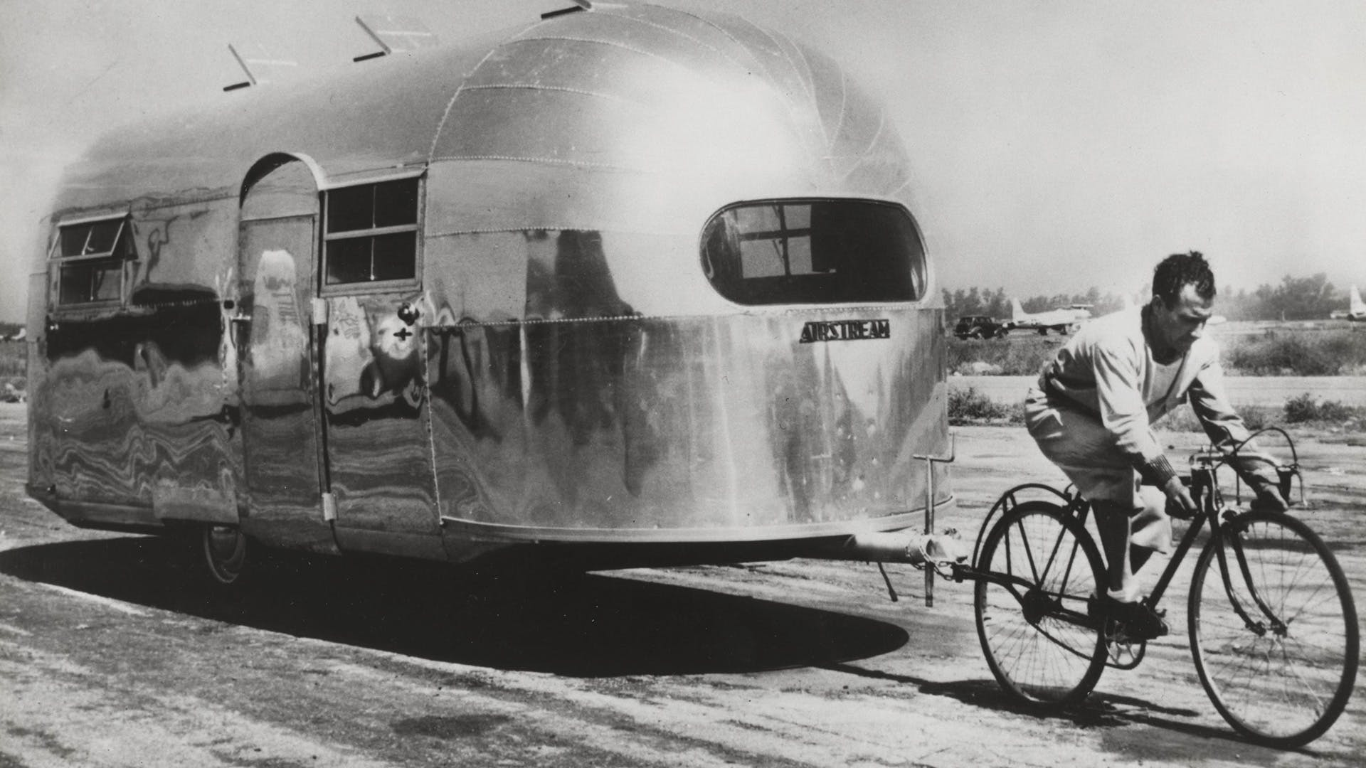 Wally-Byam-Airstream-history-1947-pulled-by-French-cyclist-Alfred-Letourneur