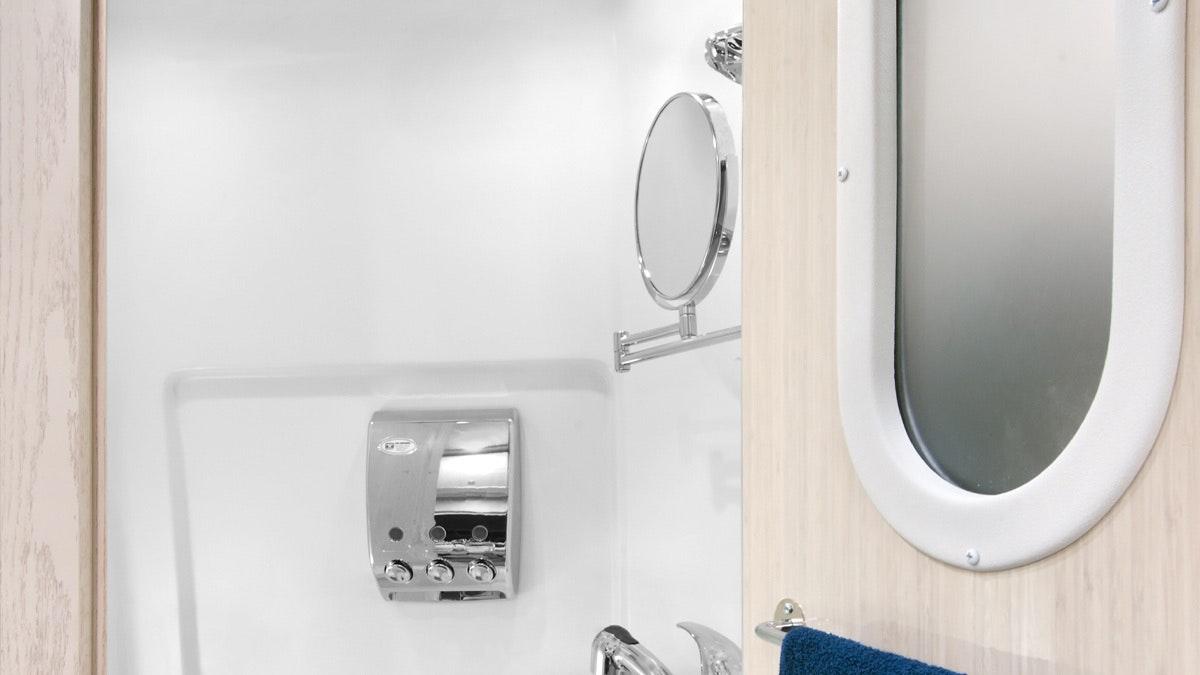 GrandTour-Sub-Features-SimpleContent-2.1-BathroomTop