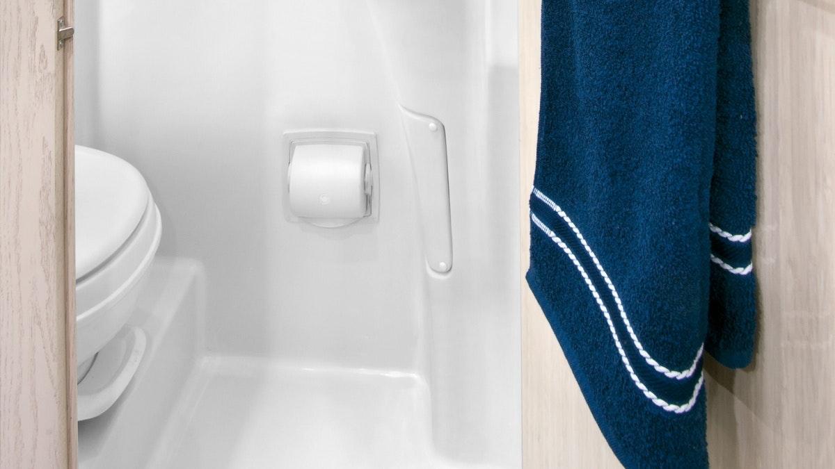 GrandTour-Sub-Features-SimpleContent-2.3-BathroomBottom