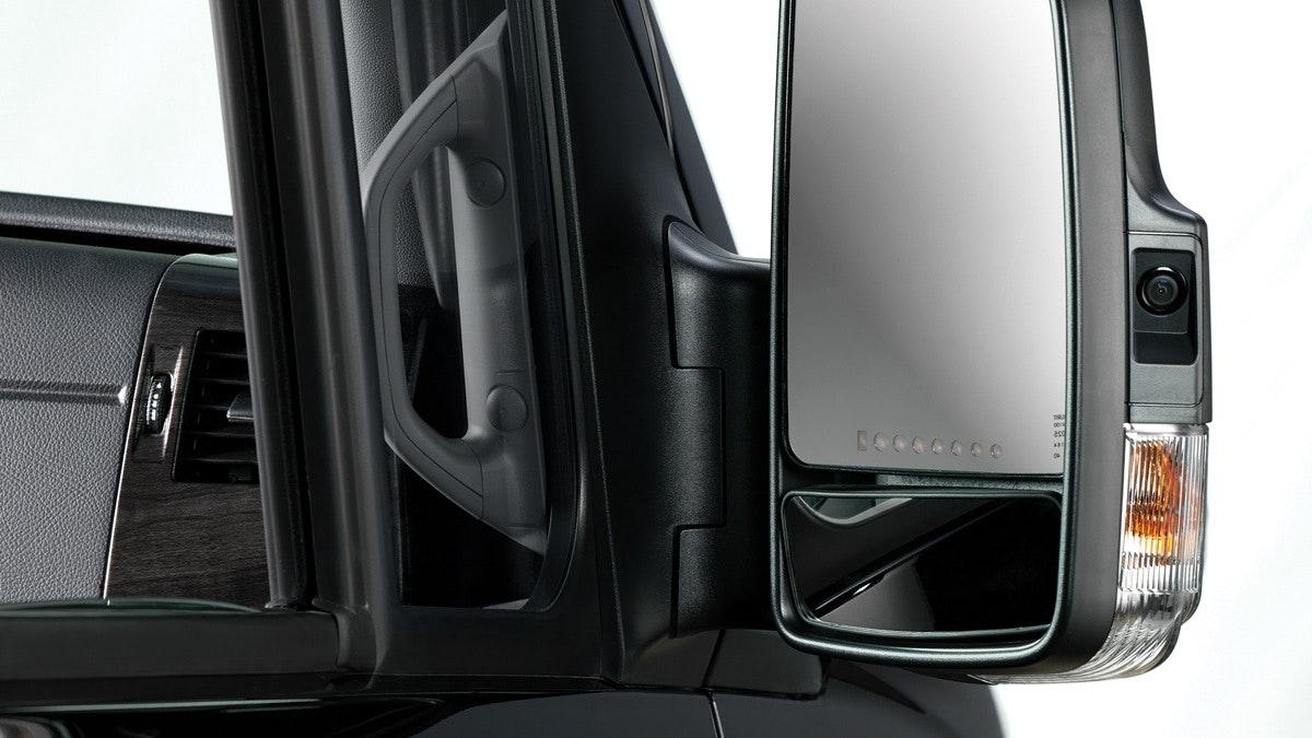 Lounge-Overview-Features-2.1-MercedesSaftyPerformance