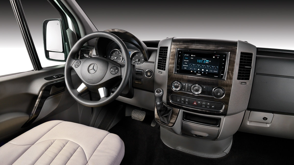 Lounge-Overview-Features-2.2-MercedesSaftyPerformance