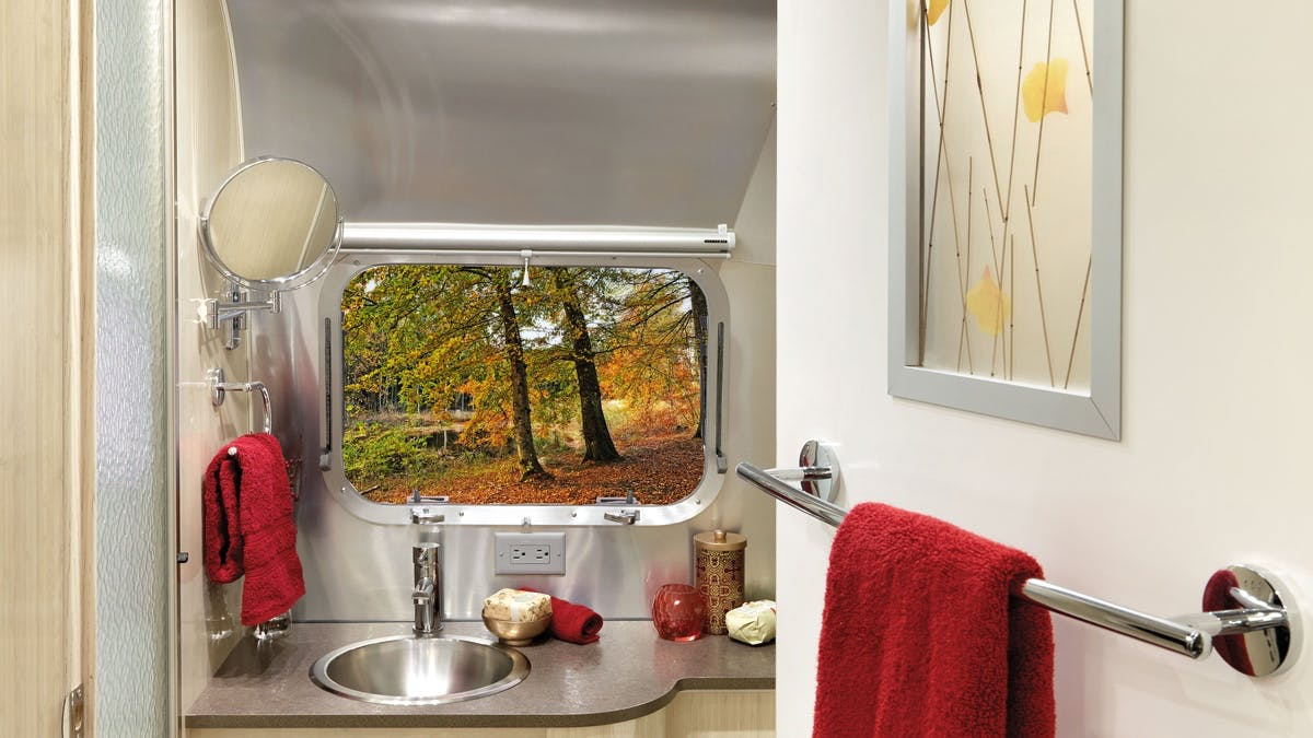 Serenity-Sub-Features-SimpleContent-2-Bathroom2