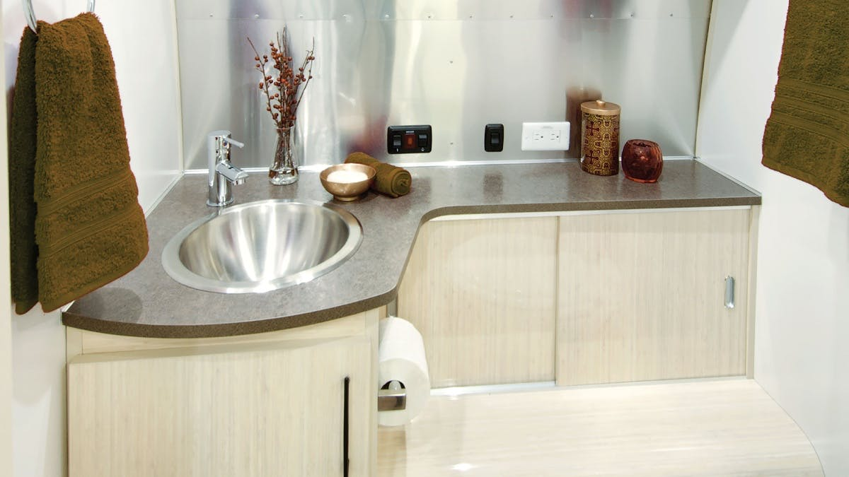 Serenity-Sub-Features-SimpleContent-2-Bathroom4