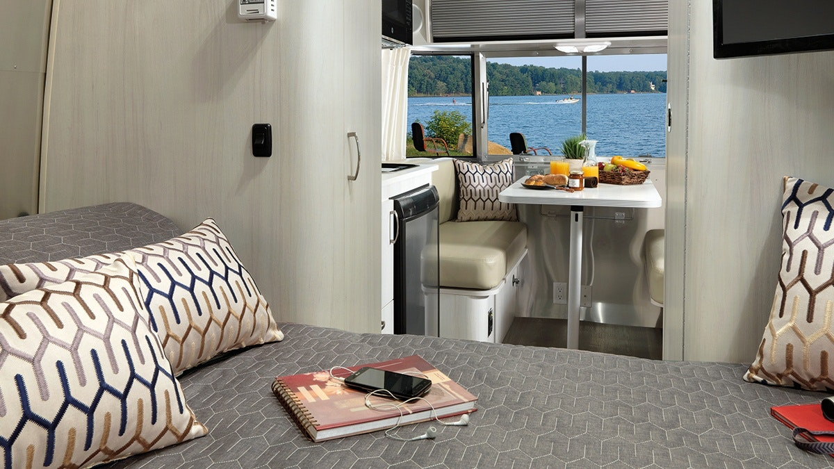 Features | Sport | Travel Trailers | Airstream