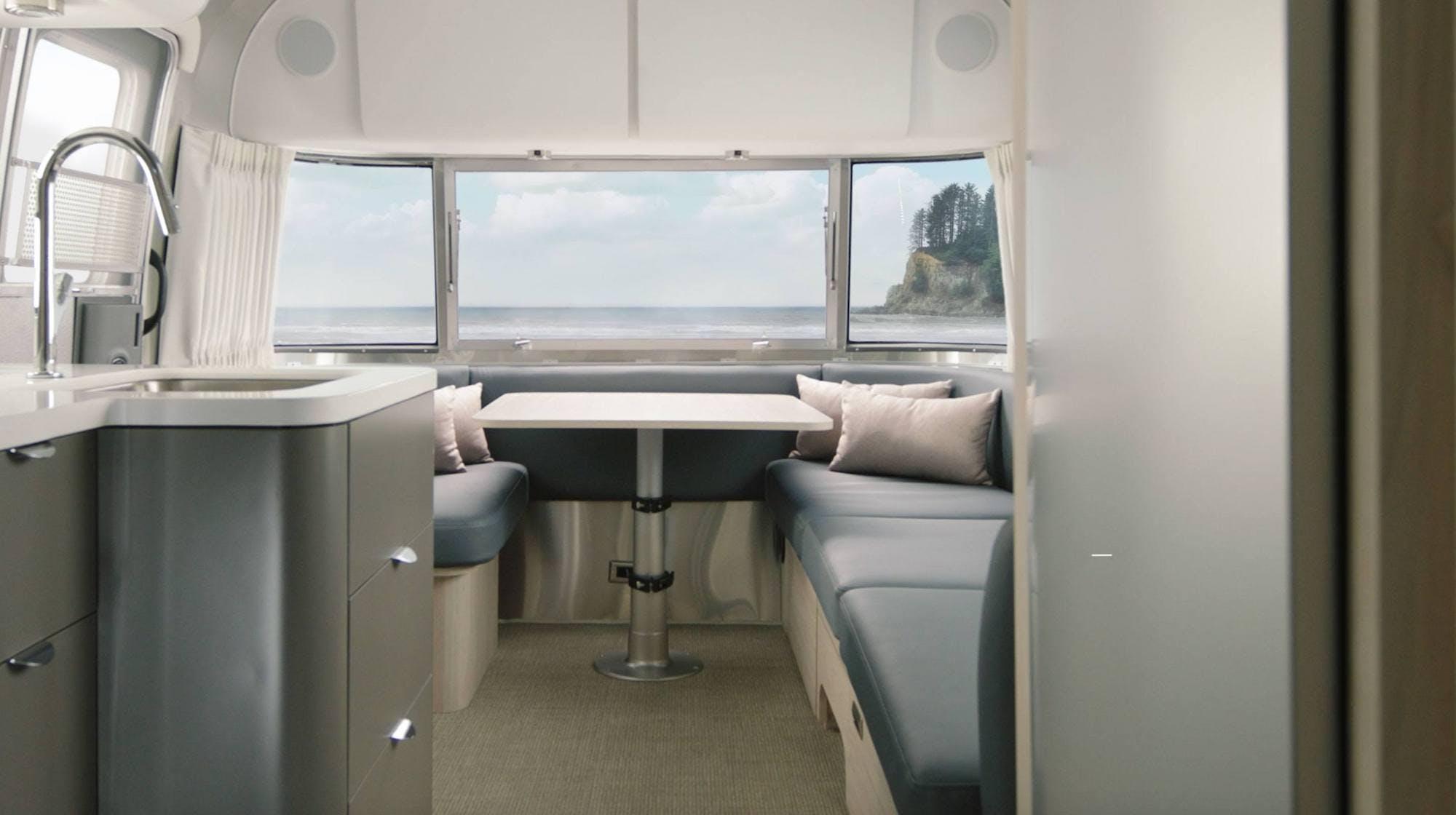 Airstream-Globetrotter-Spotlight-cover