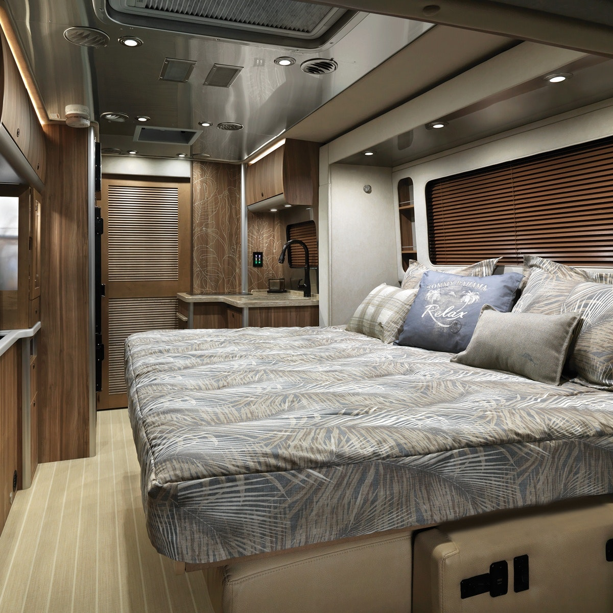 Features | Atlas | Touring Coaches | Airstream
