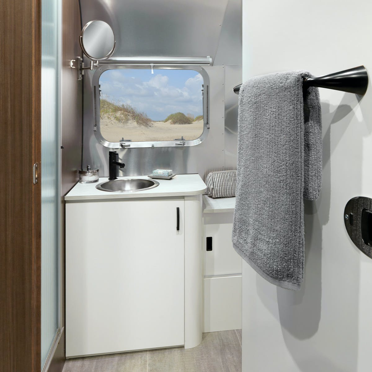 Caravel 22FB Bathroom