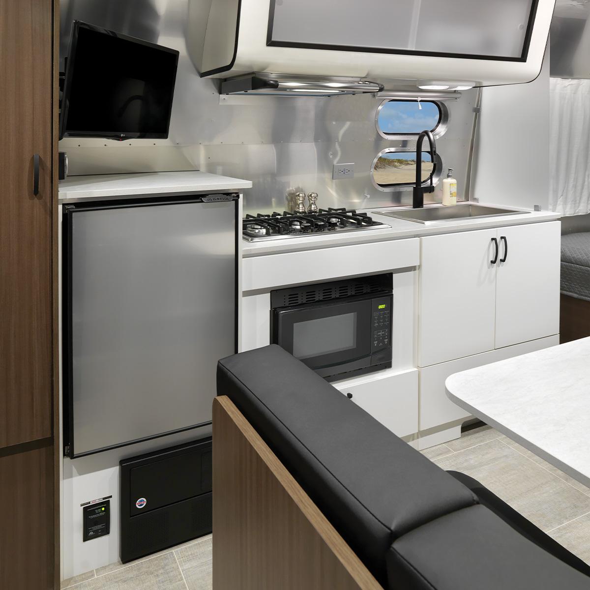 Caravel 22fb Floor Plan Travel Trailers Small Airstream Single Axle Rv