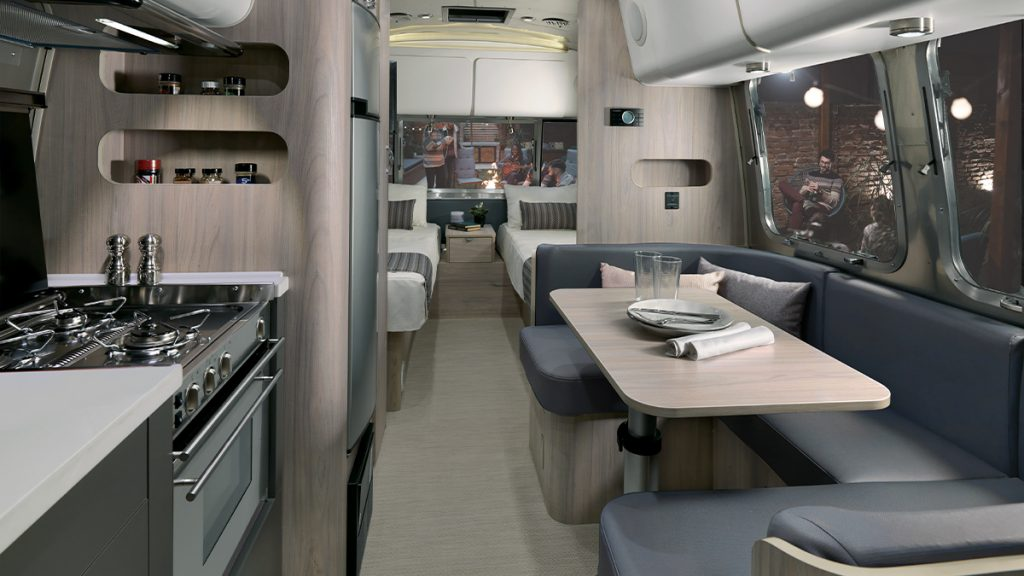 23 Globetrotter Interior