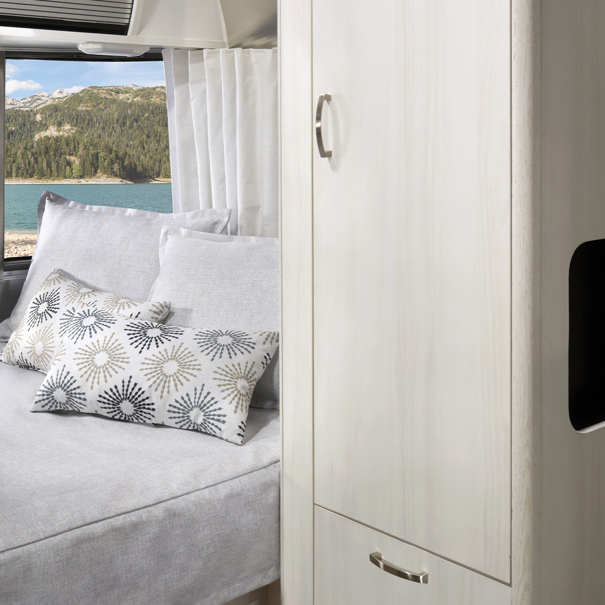 Bambi 20FB Floor Plan | Travel Trailers | Airstream
