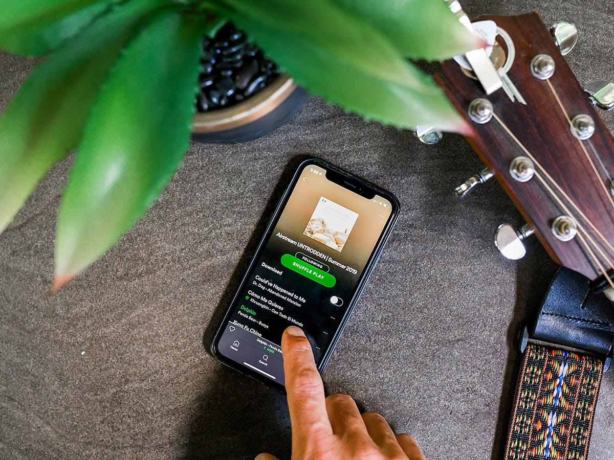 Airstream Spotify iphone guitar