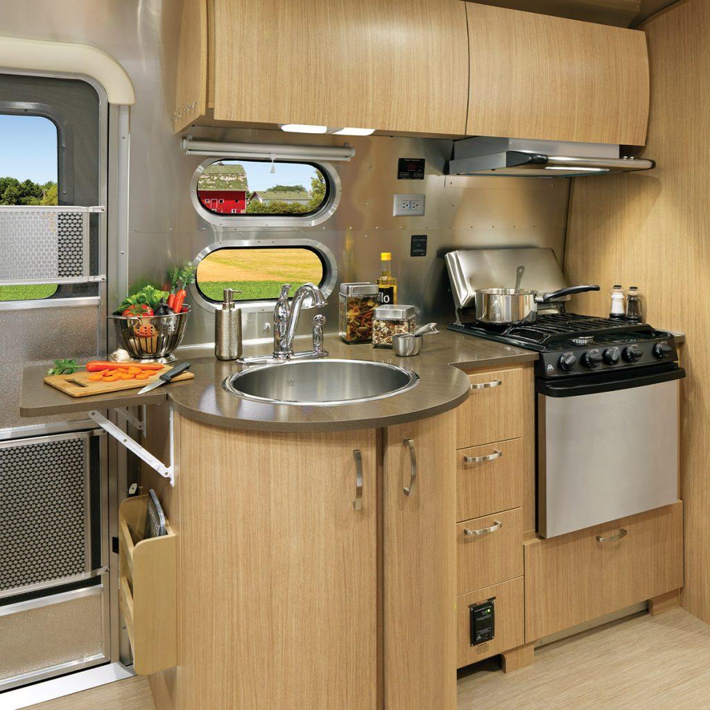 FlyingCloud-Sub-Floorplan-25RB-WildHoney-Kitchen