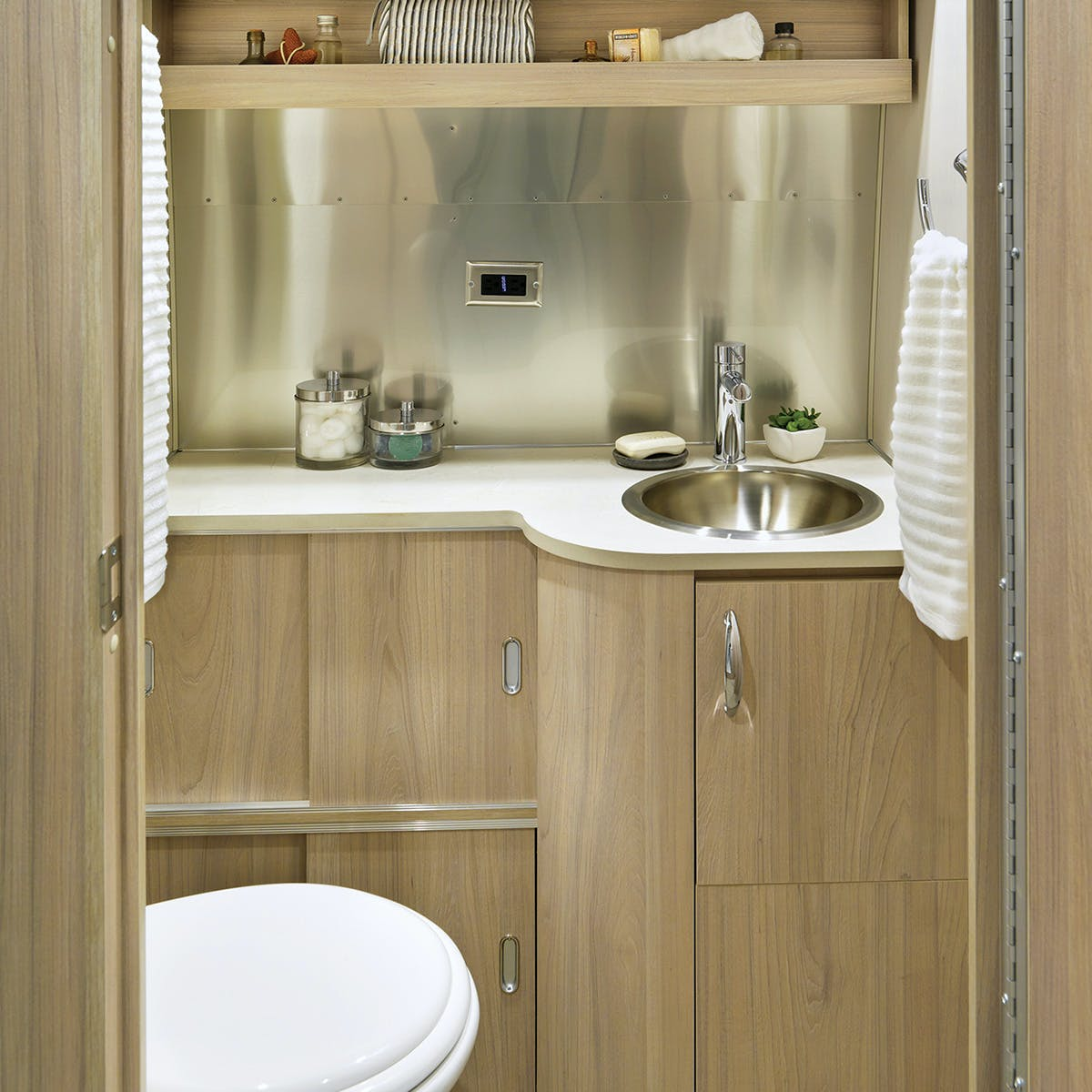 Globetrotter 27FB bathroom london grey