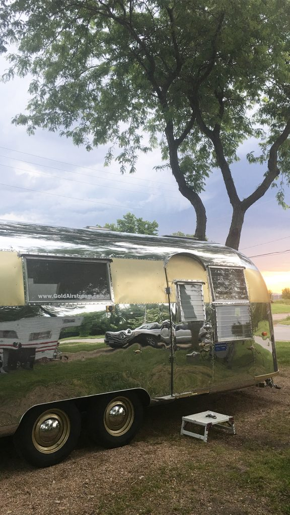 The-golding-Airstream-bracing-for-a-thunderstorm-in-Minden,-NE