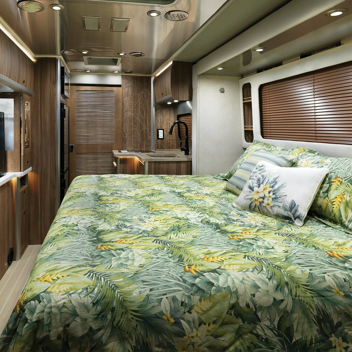 Airstream Atlas 2020 Tommy Bahama Murphy Bed Down