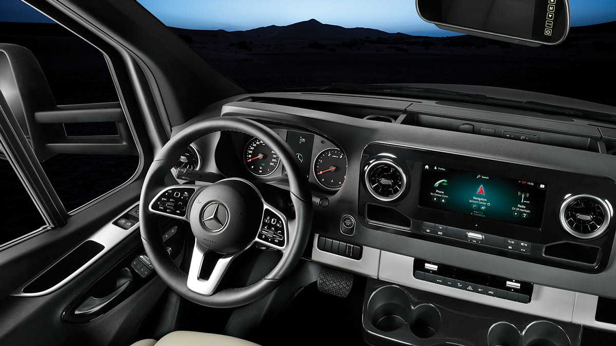 Airstream-Atlas-Mercedes-Benz-Front-Dash