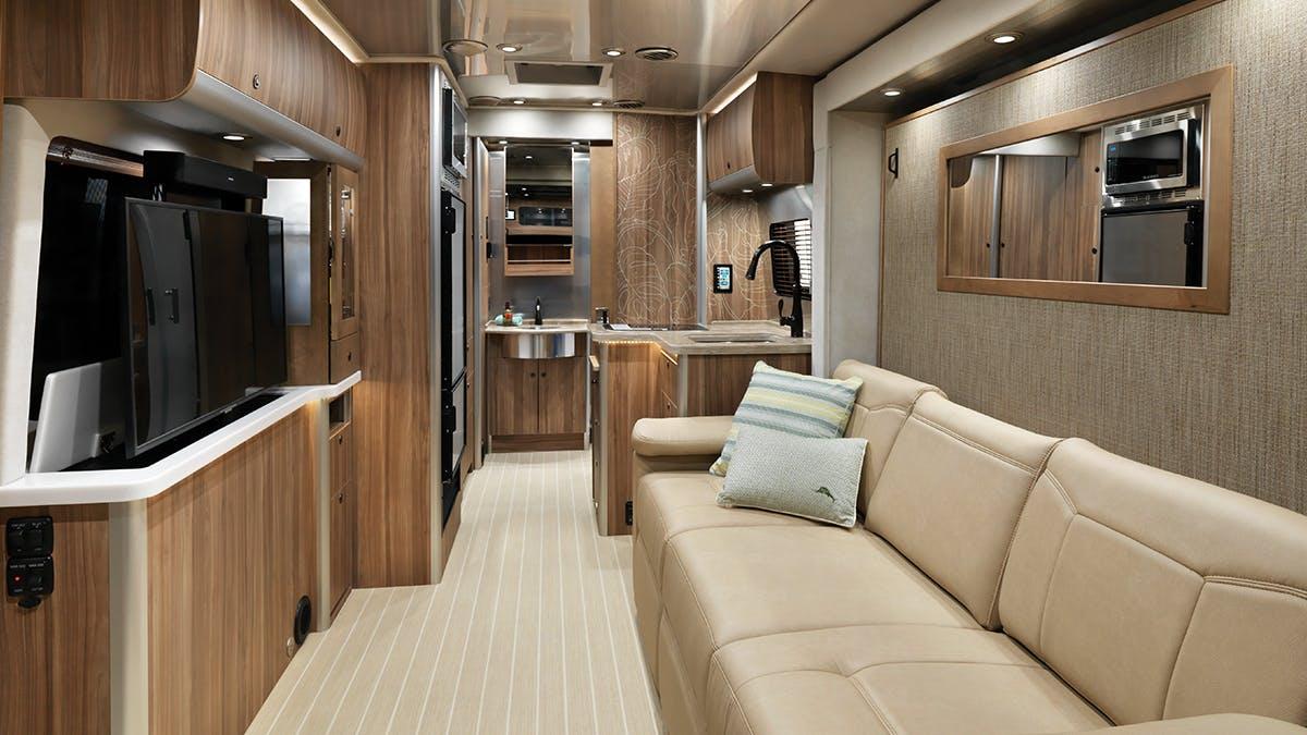Airstream-Atlas-Tommy-Bahama-TV-Up
