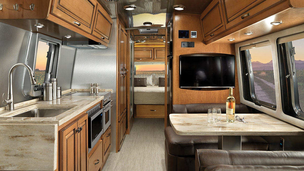 Features | Classic | Travel Trailers | Airstream
