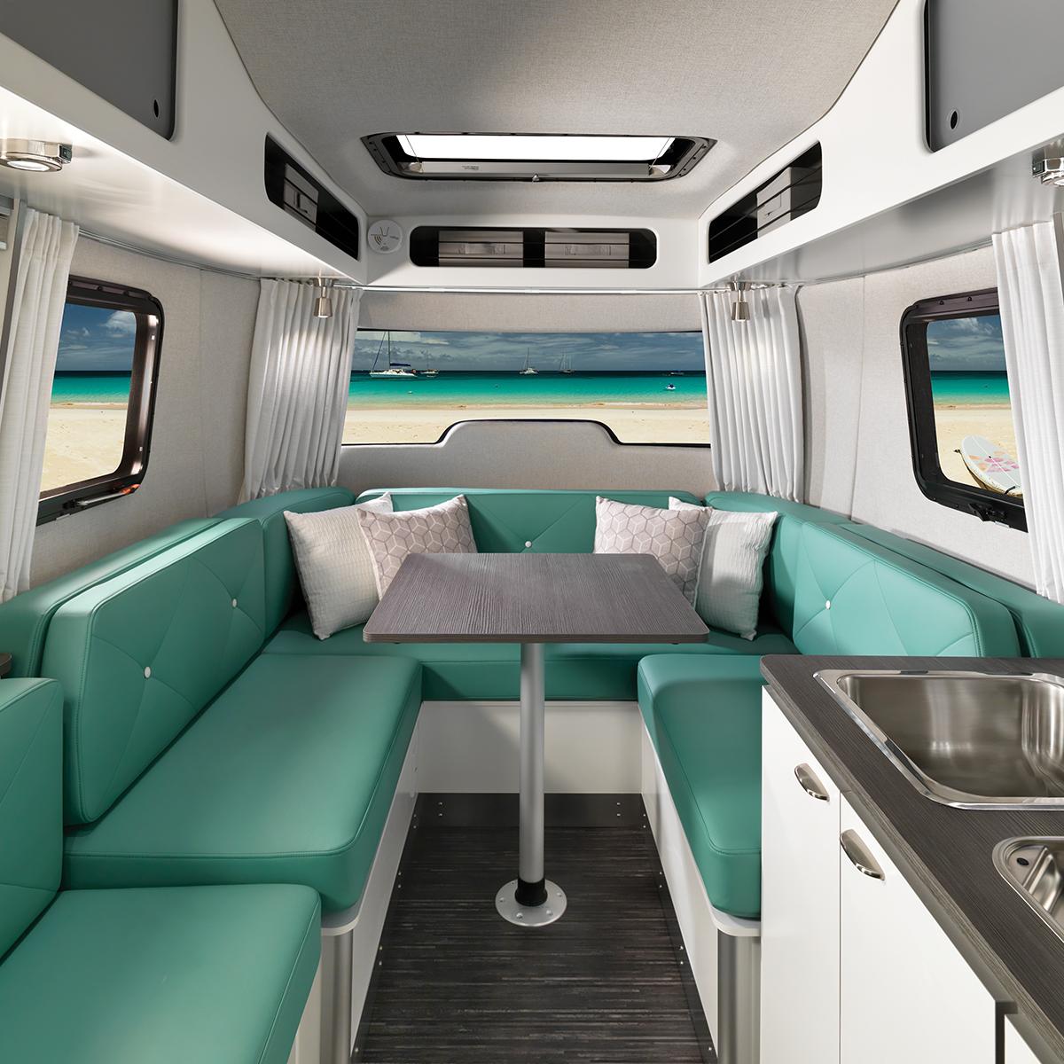 Airstream Nest Clutch Blue 2020