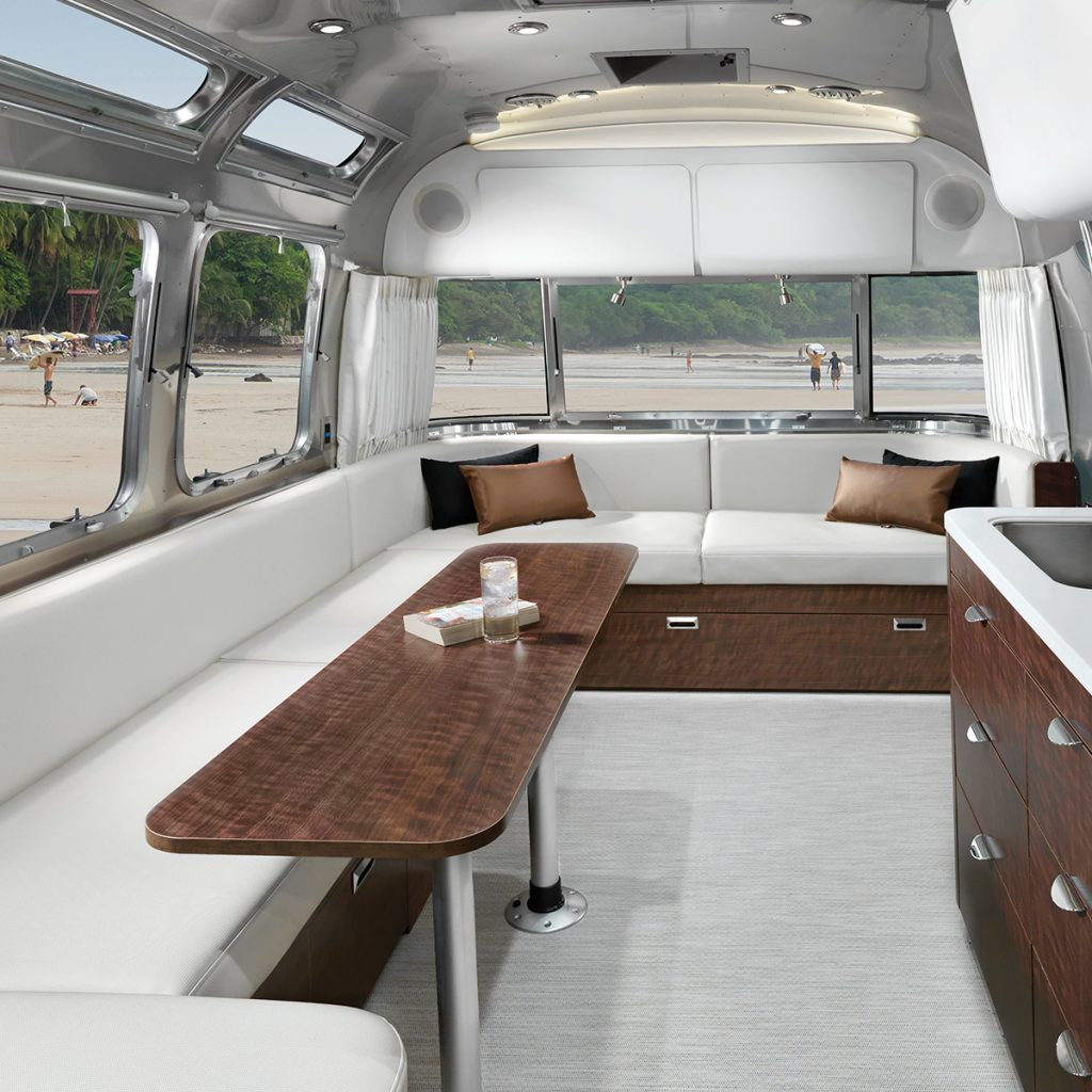 Airstream Globetrotter 30 Wrap Around Lounge
