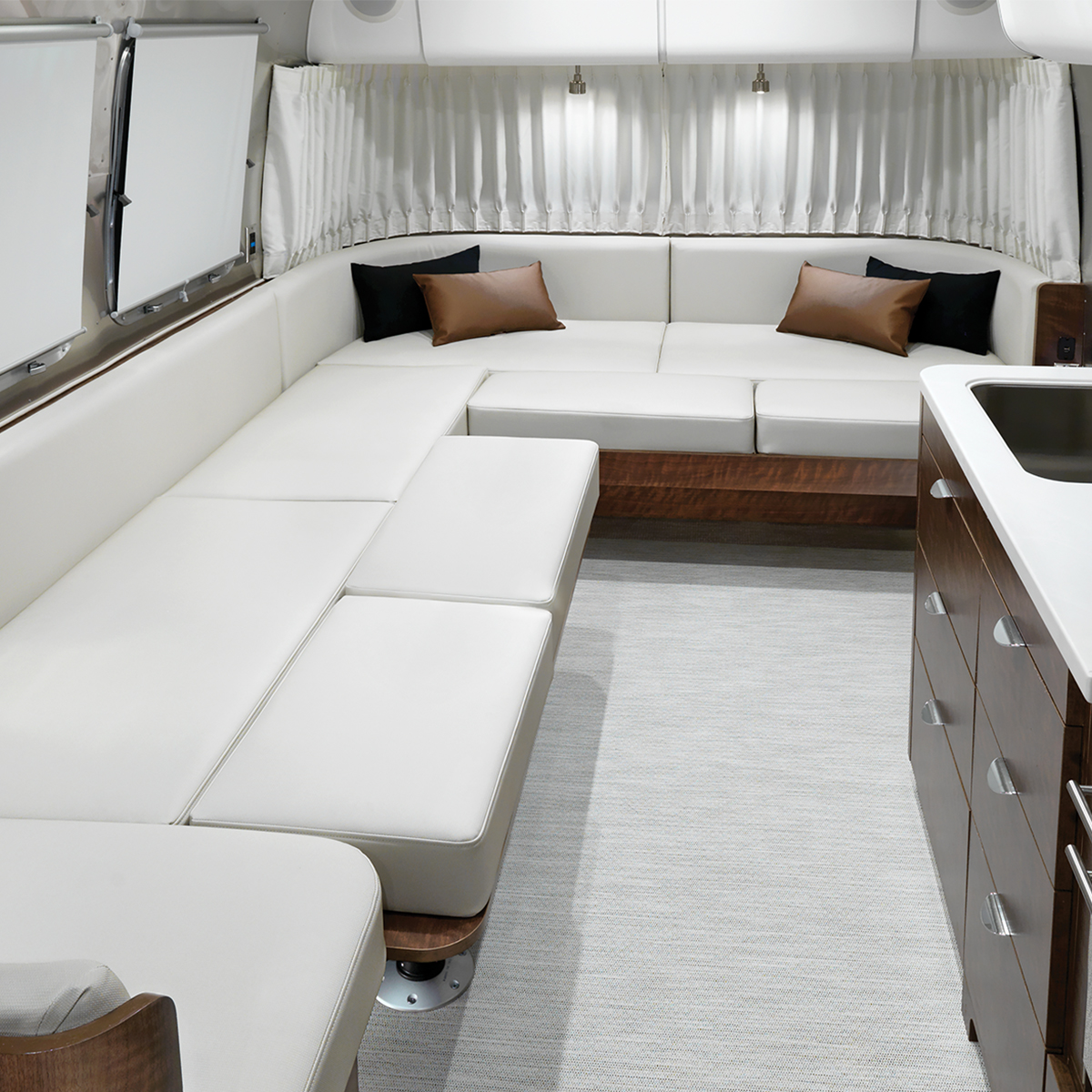 Airstream-Globetrotter-30RB-Lounge-Conversion
