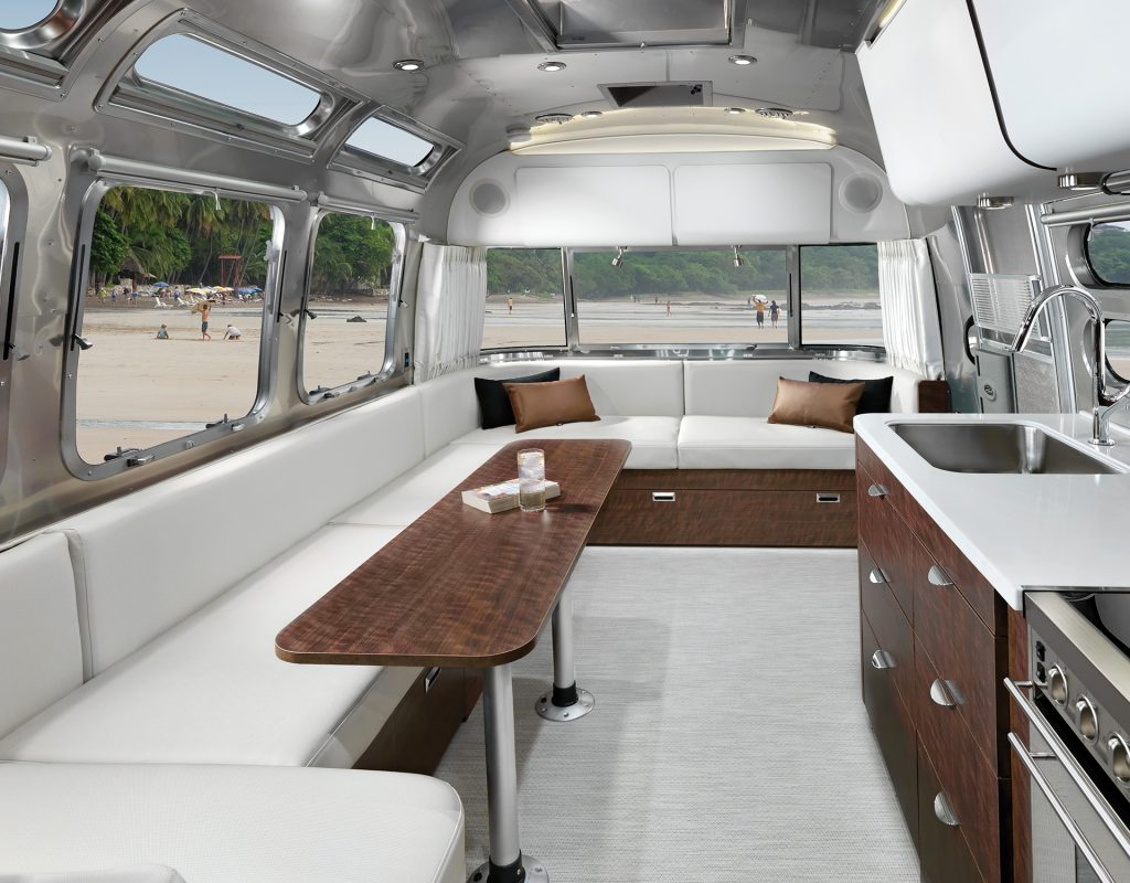 Airstream Travel Trailer Globetrotter 30RB Queen