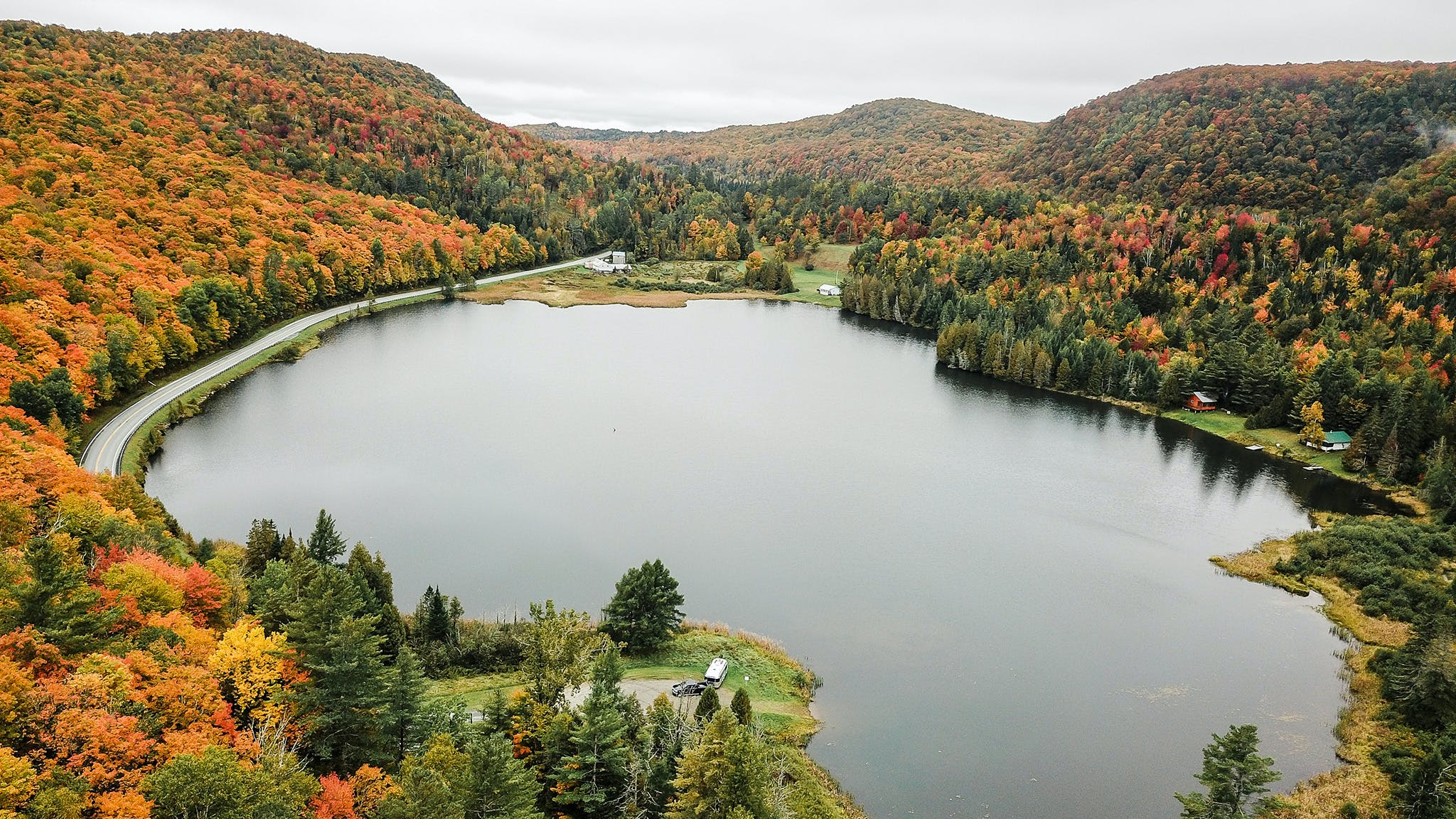 Airstream-Vermont-Fall-Foliage-Desktop-Header