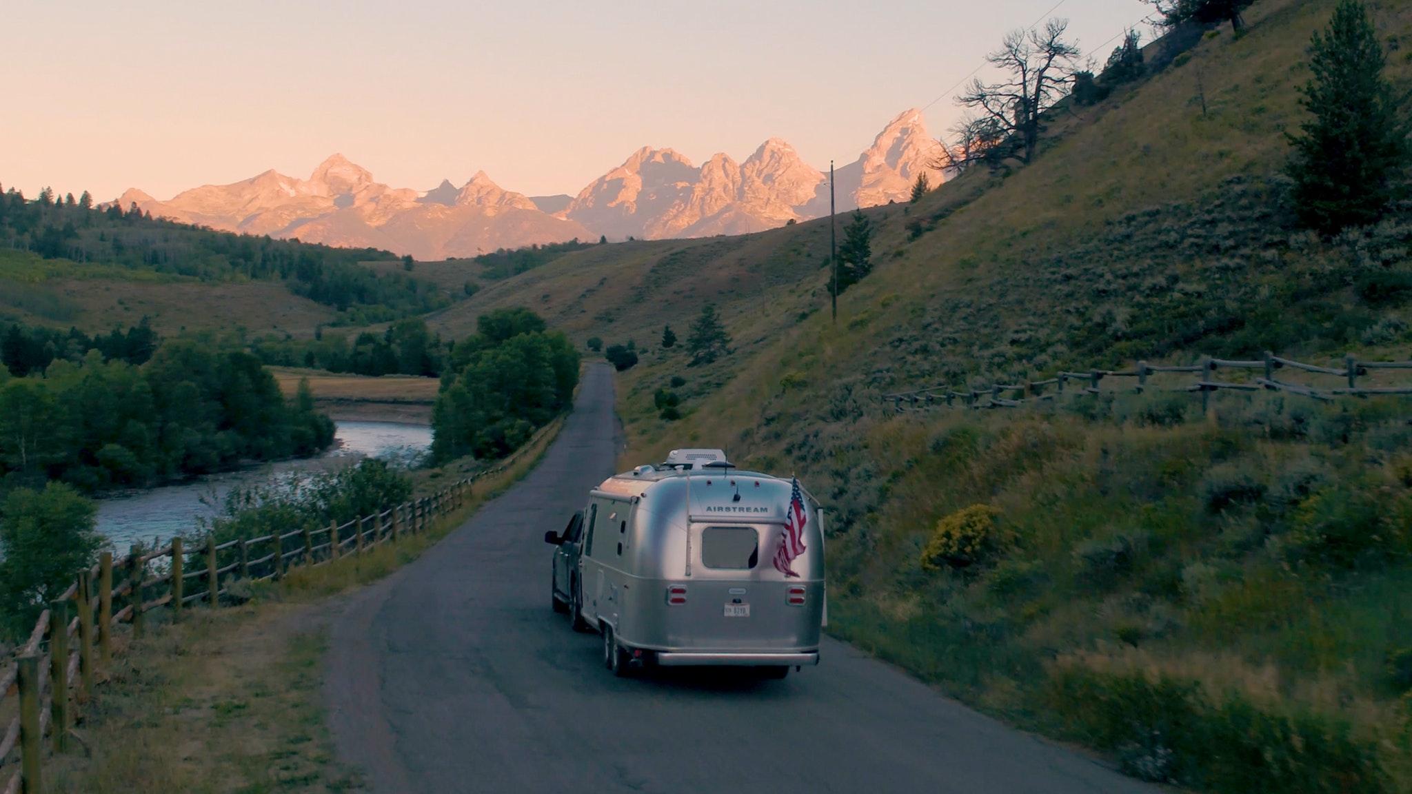 Chispa House Week 3: Endless Caravan