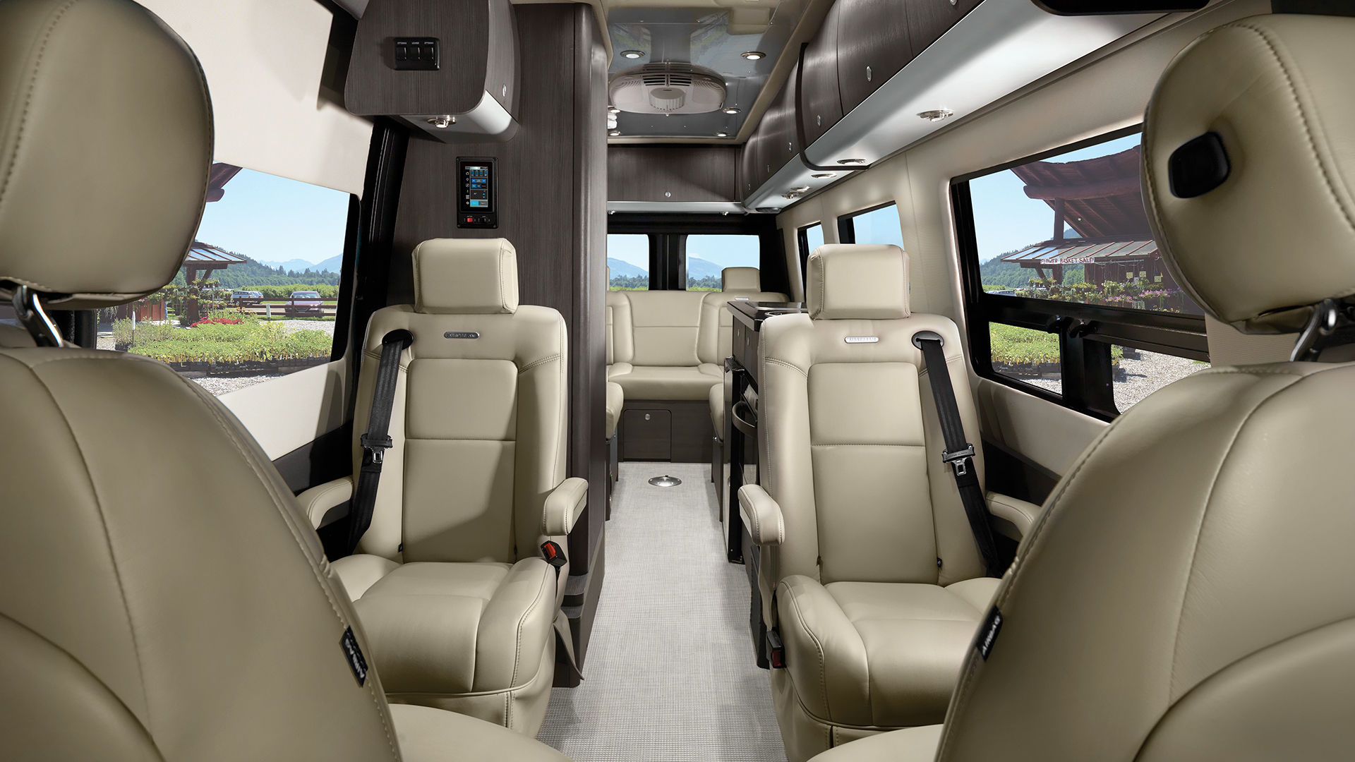 Interstate Lounge EXT | Mercedes-Benz Touring Coaches ...