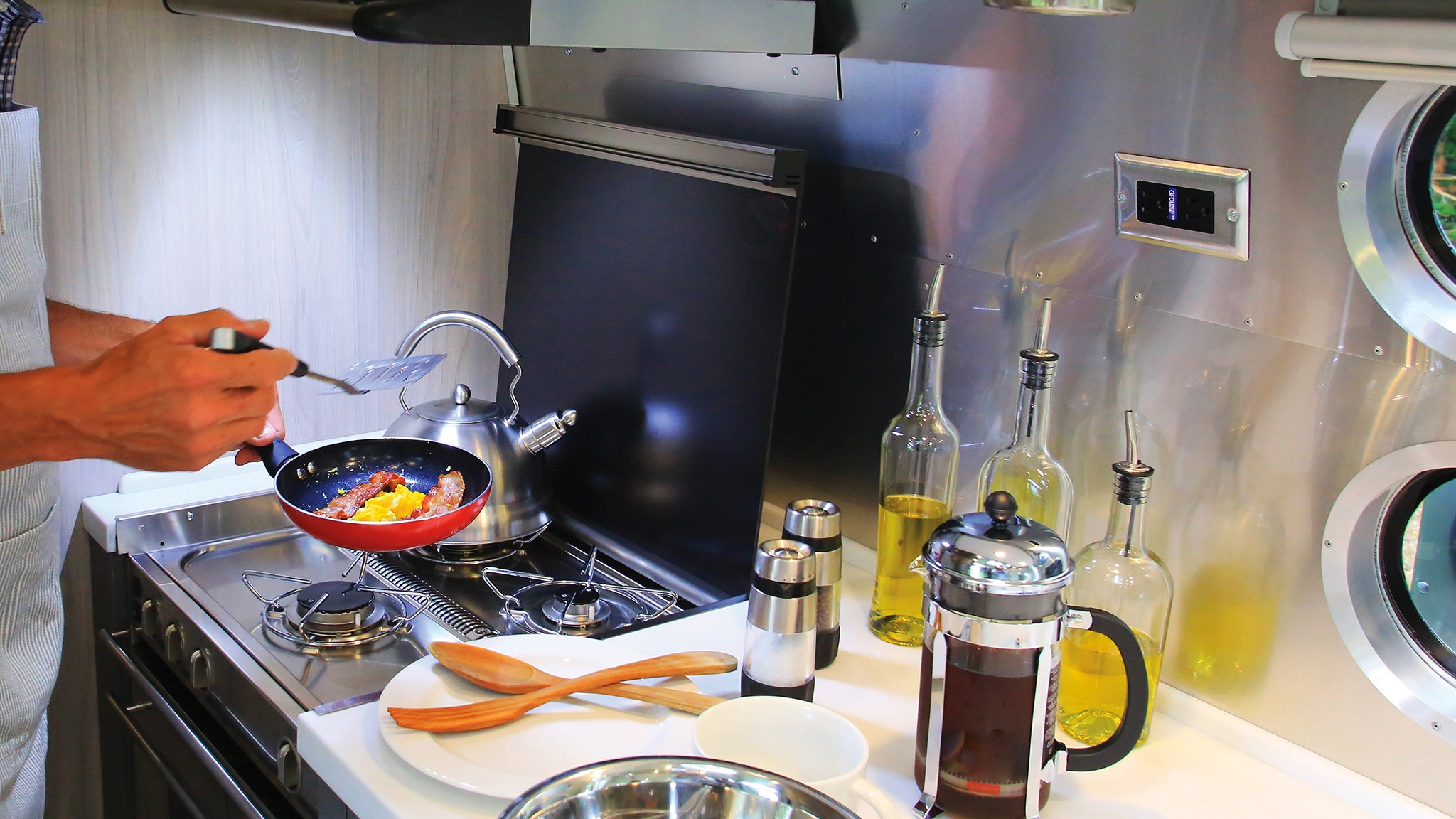 Airstream-RV-Kitchen-Essentials-Desktop-Header