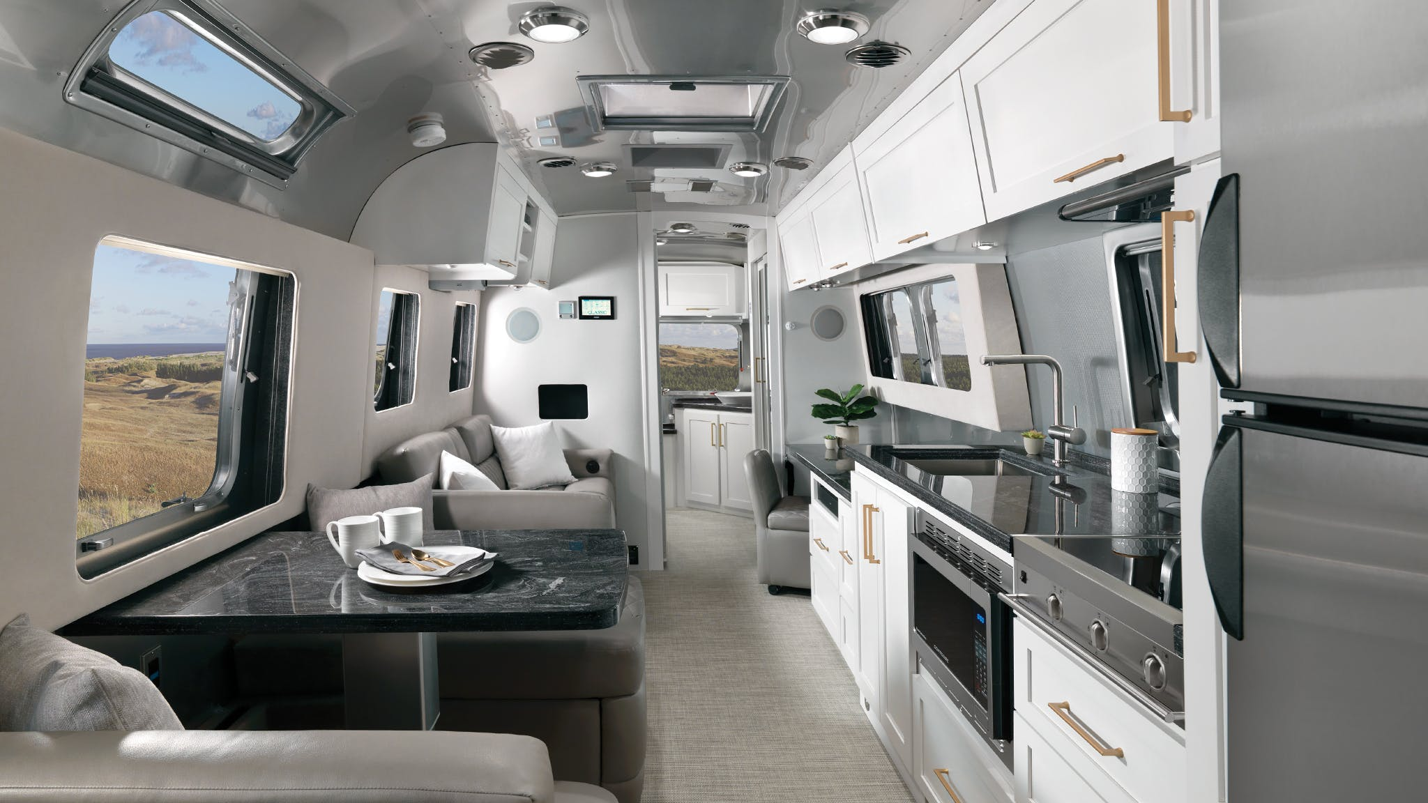 Airstream-Classic-2020-Comfort-White-Interior-Decor-Desktop-Feature