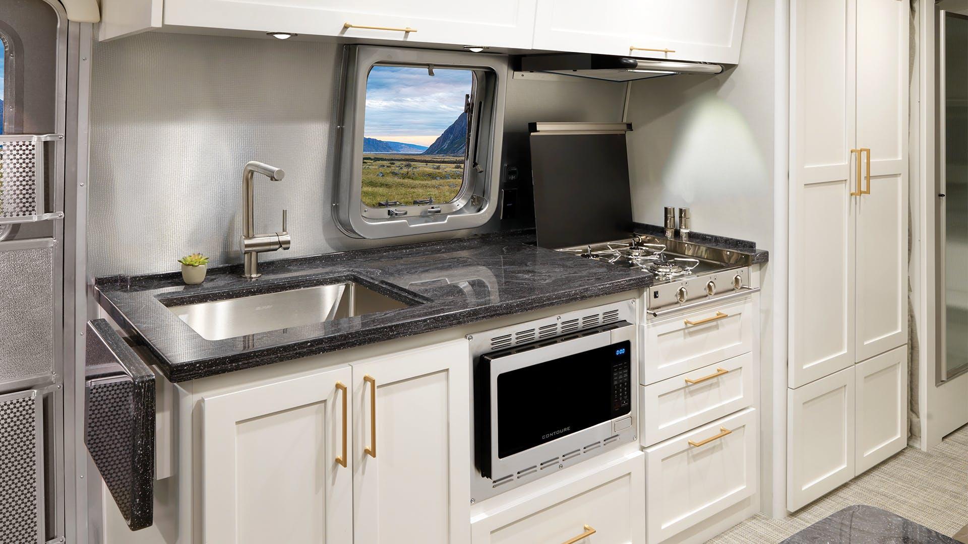Airstream-Classic-30RB-Comfort-White-Kitchen-slider