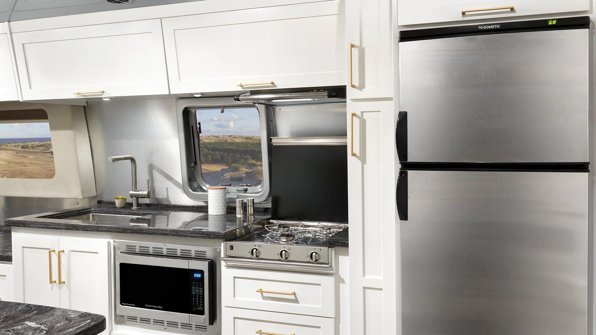 Airstream-Classic-33FB-Comfort-White-Kitchen-slide-3