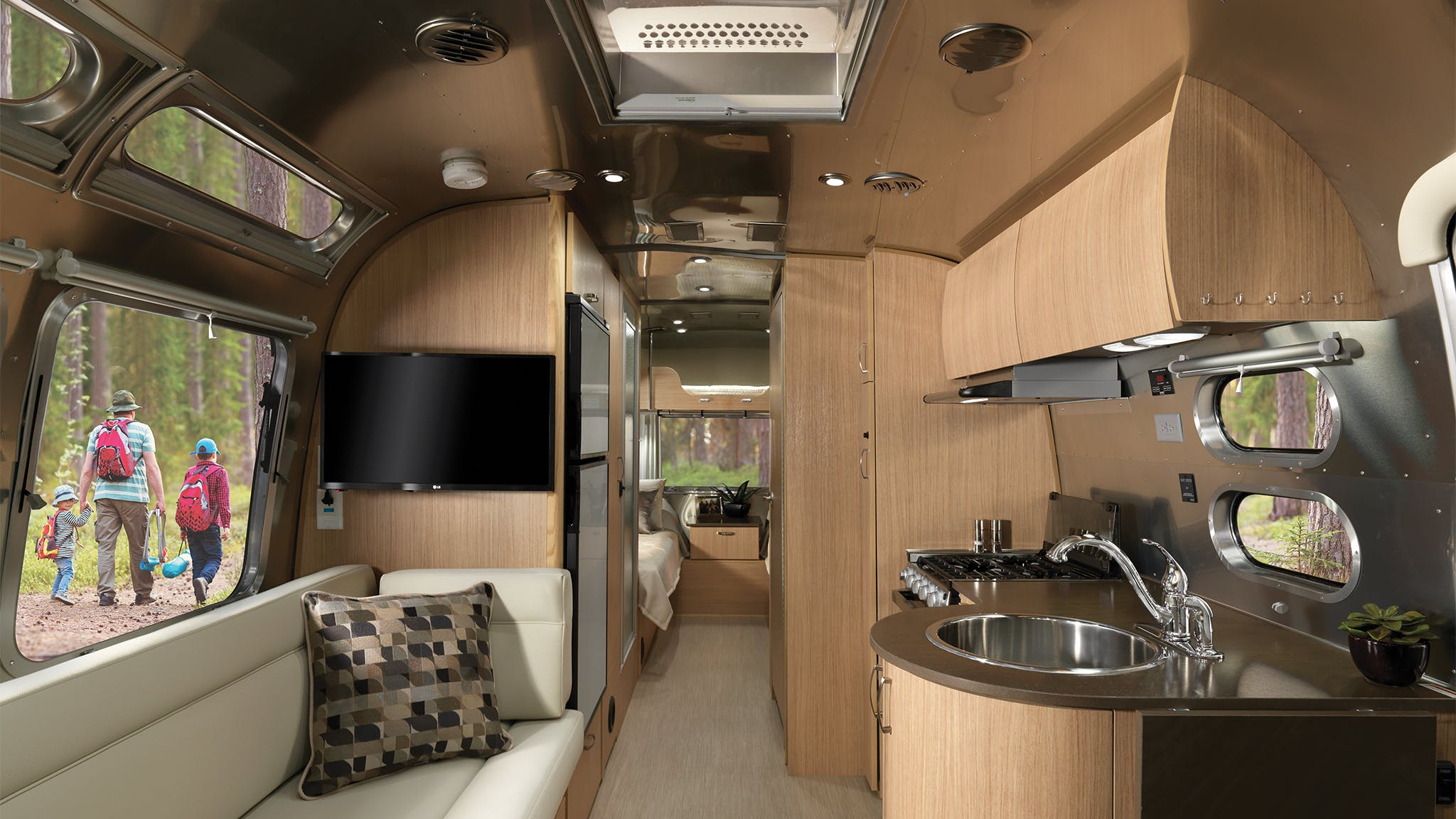 Airstream 25FB Floor Plan with Bunk over Twin Beds