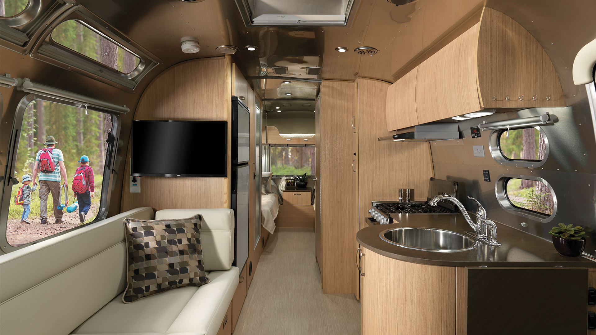 Airstream Flying Cloud 25FB with Bunk