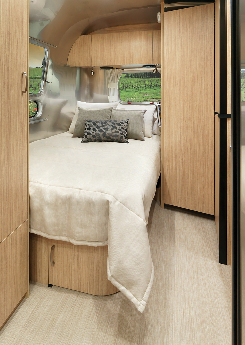 Flying Cloud 23CB Studio Bedroom Wild Honey