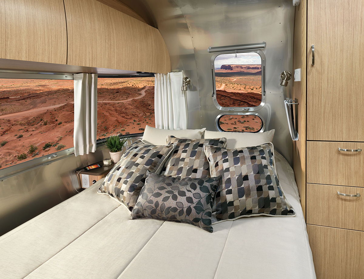 Airstream-Flying-Cloud-23FB-Queen-Bed-Interior