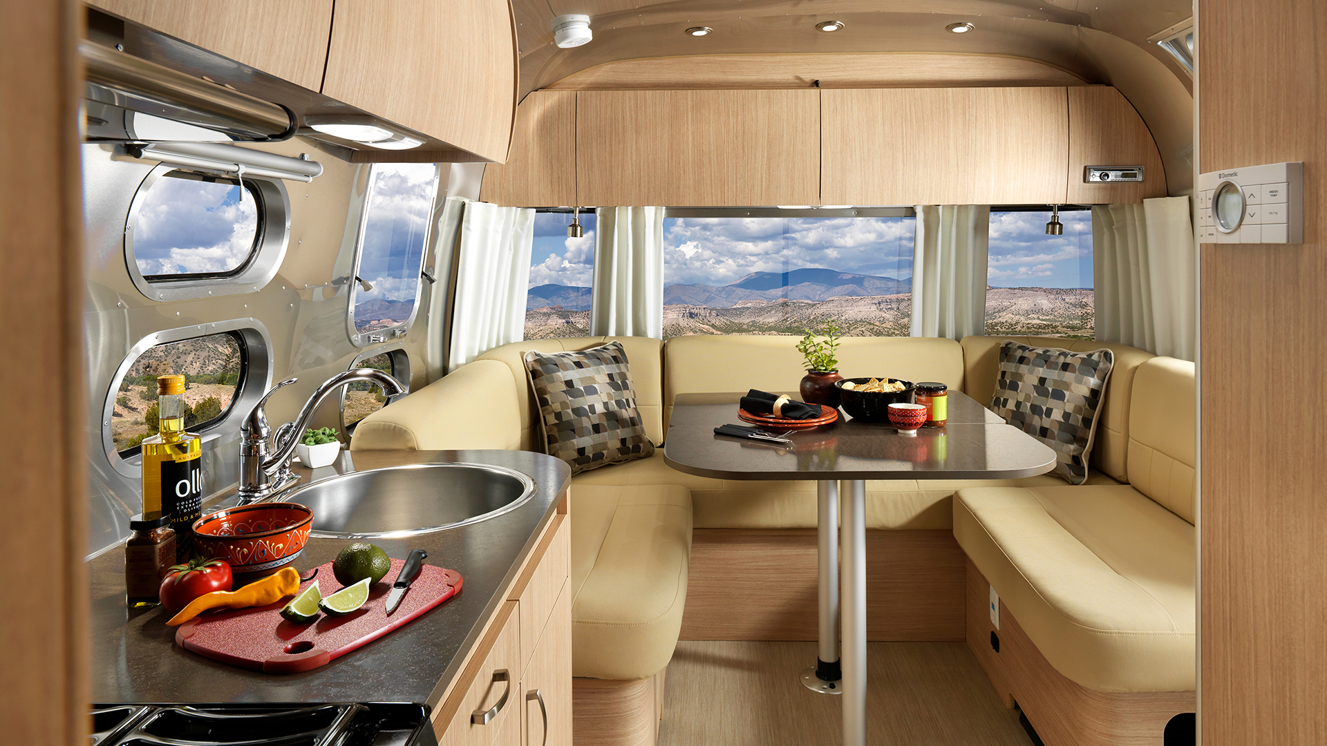 Airstream-Flying-Cloud-26RB-Kitchen-Dinette-and-Lounge-U-Shape
