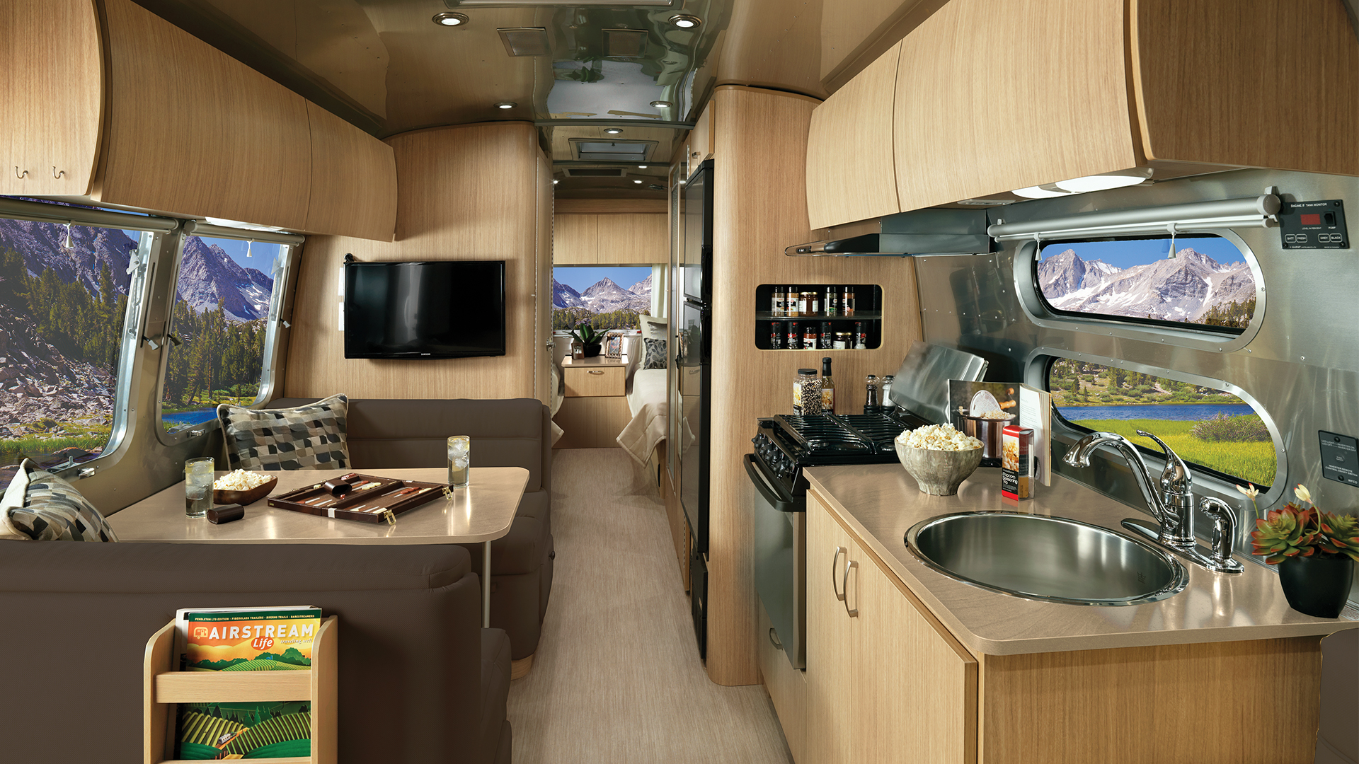 Airstream-Flying-Cloud-28RB-Twin-Front-to-Back-Interior