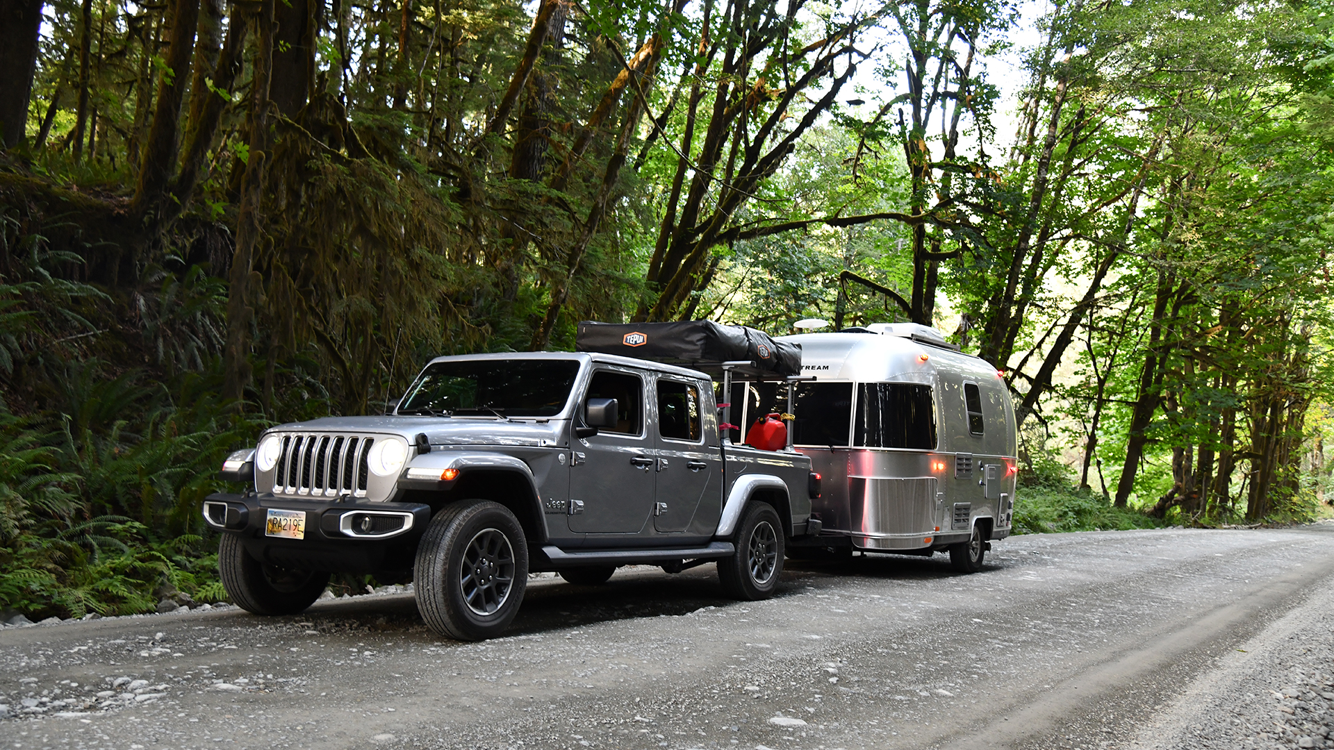 Airstream-Single-Axle-Travel-Trailer-with-Jeep