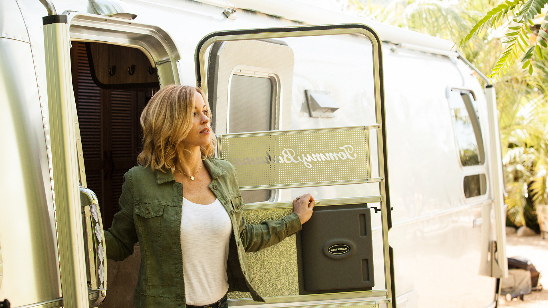 Airstream-Travel-Trailer-Tommy-Bahama-Exterior