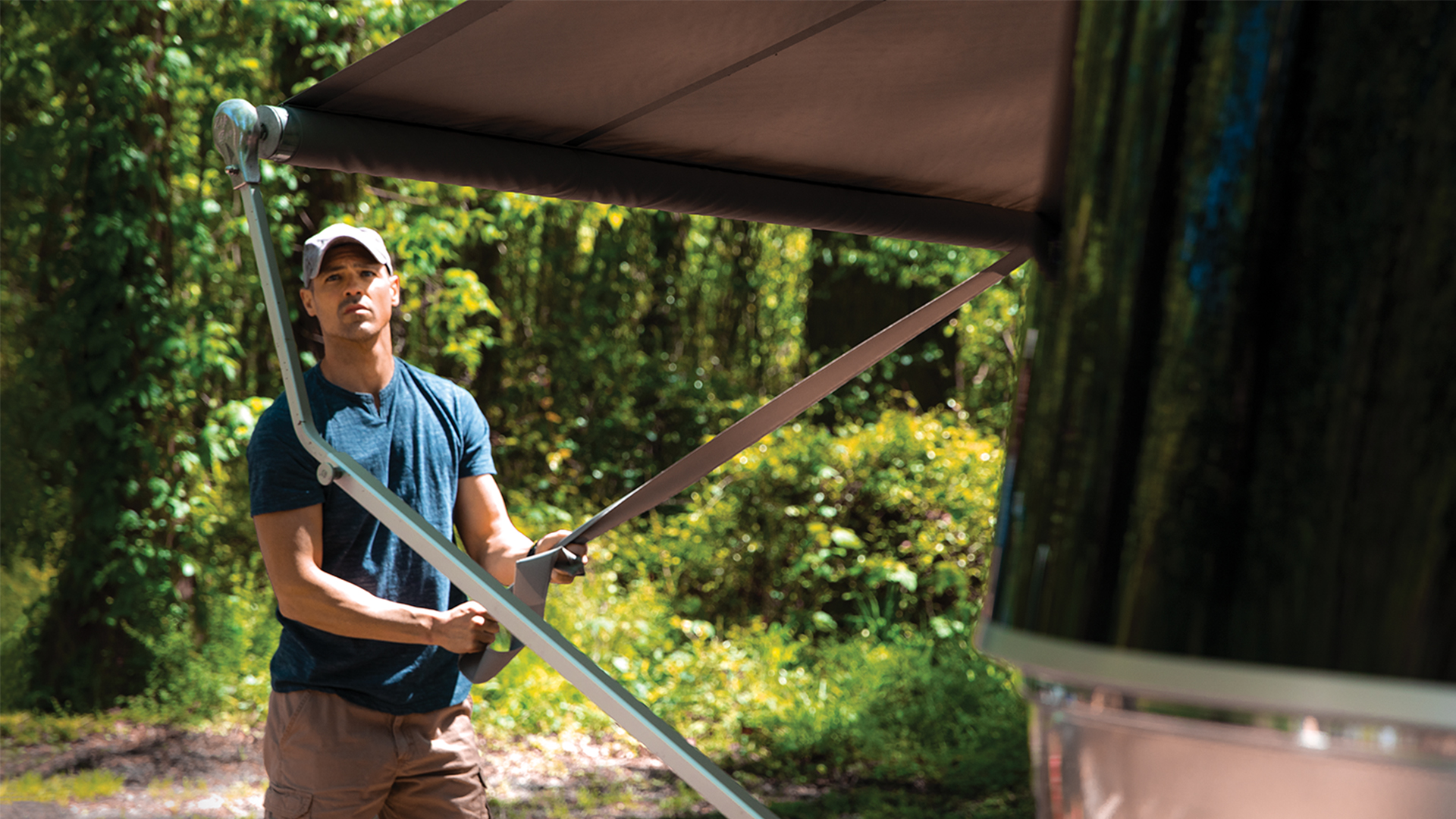 Airstream-Knowledge-Base-How-to-Awning