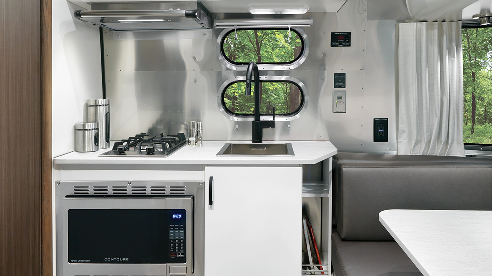 Airstream-Caravel-19CB-Kitchen