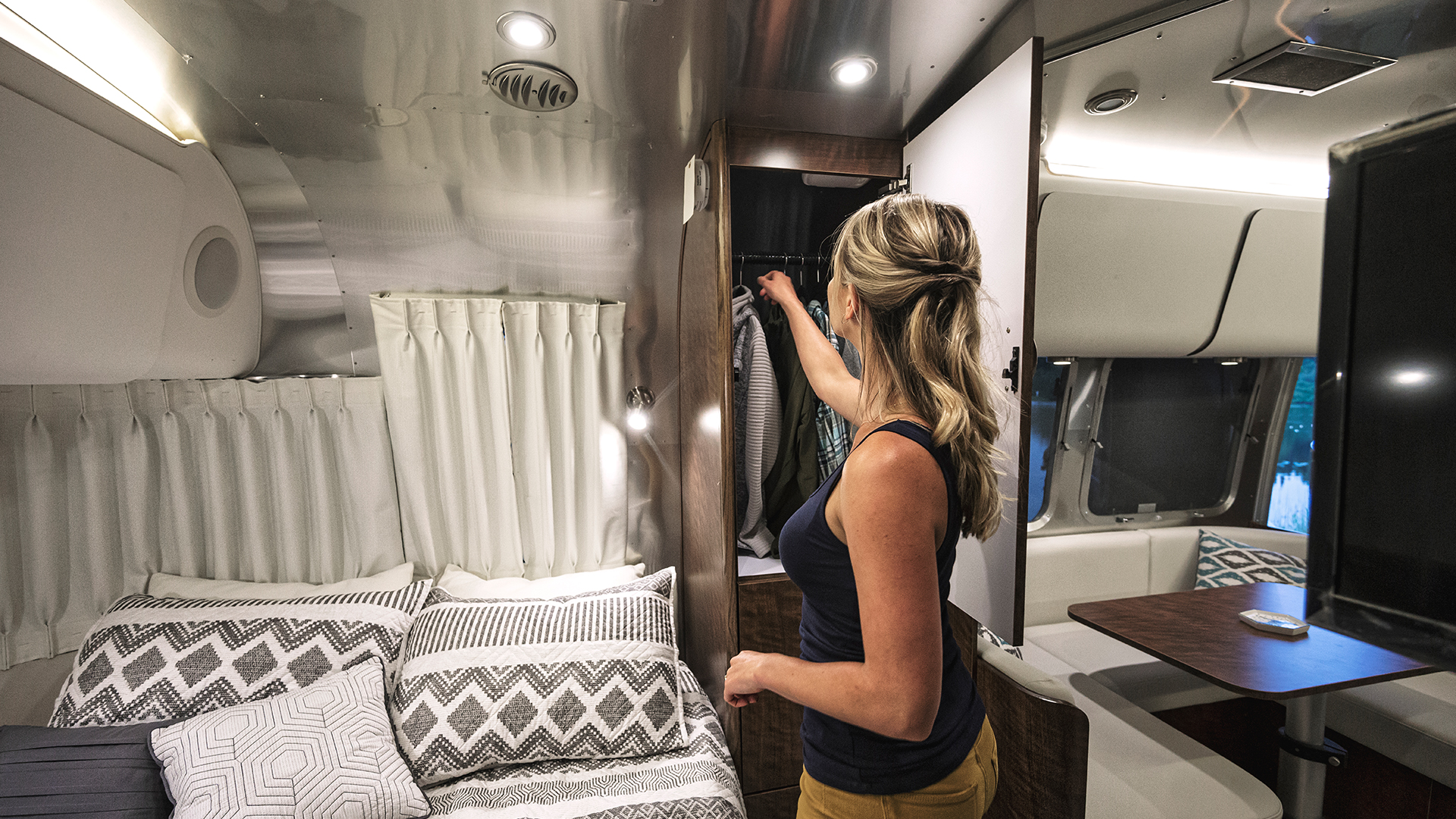 Lighting-and-Power-Usage-Inside-Airstream