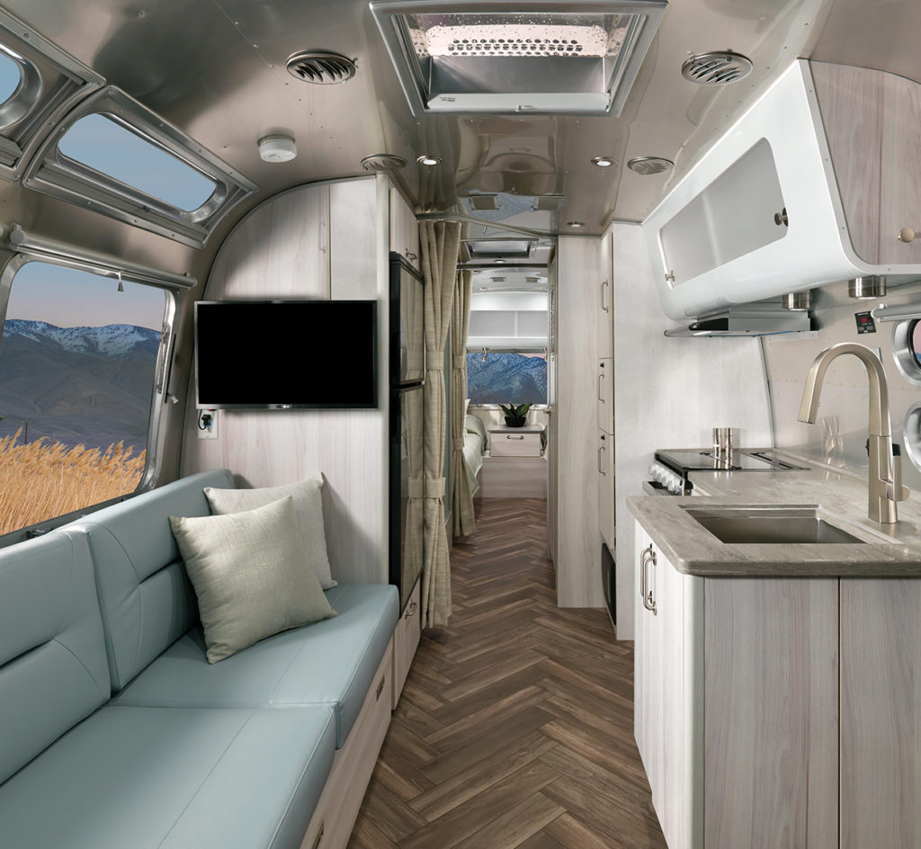 2021-Airstream-International-Travel-Trailer-Web-Header-Mobile