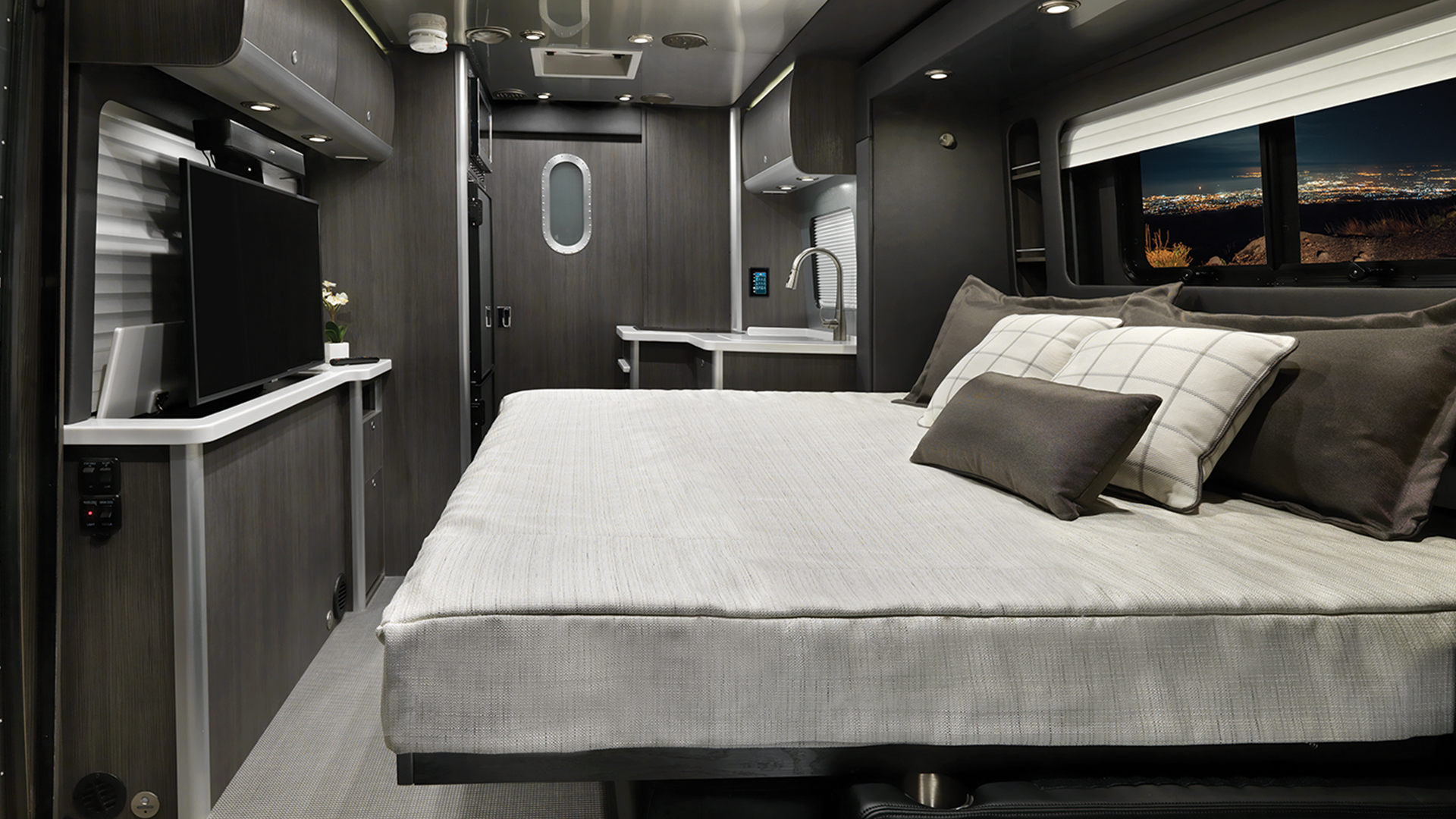Airstream-Atlas-Murphy-Slide-Out-Feature